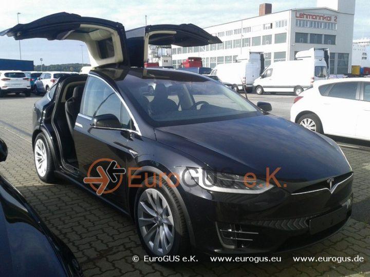 Tesla X в морском порту ожидает отправки в Санкт Петербург eurogus