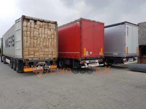 контейнер полный коробок будет перегружен в кузов фуры для дальнейгей доставки в россию или другую страну eurgus