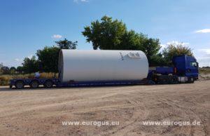 низкорамный трал перевозит часть ветрогенератора из германии в казахстан eurogus ветряная энергия